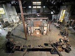 Tasická Huť Jakub patří mezi nejzachovalejší sklárny v Evropě a možná i dokonce ve světě. Výroba zde však byla ukončena v roce 2002 a sklárna nyní funguje jako veřejně přístupný skanzen. Ročně navštíví bývalou huť až pět tisíc návštěvníků.
