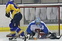 Světelští hokejisté ve středečním zápase prohráli v Hlinsku 6:3. Díky bodové ztrátě přepustili první příčku v tabulce chrudimské rezervě.