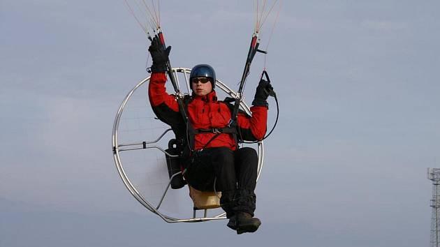 Pro vzlet tohoto zajímavého stroje letec nepotřebuje vystoupat na kopec a spoléhat na termické stoupací proudy.
