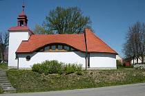 Unikátní kaplí se může pochlubit obec Věžnice na Havlíčkobrodsku. Jako jediná v České republice je zasvěcena Adolphu Kolpingovi.