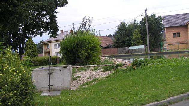 Součástí nové nádrže ve Věžnici je i historická zásobárna vody pro dobytek.