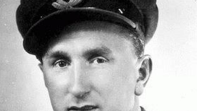 Karel Kuttelwascher, rodák ze Svatého Kříže, se během druhé světové války zapsal mezi nejúspěšnější letecké stíhače.