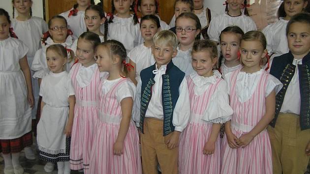 SEDMIKVÍTEK. Horkým favoritem na vítězství v taneční soutěži folklorních souboru byla Kalamajka z Havlíčkova Brodu
