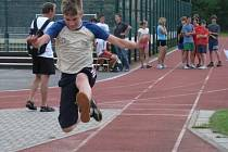 Žáci si páteční den na Posázavských hrách užili v atletických disciplínách.