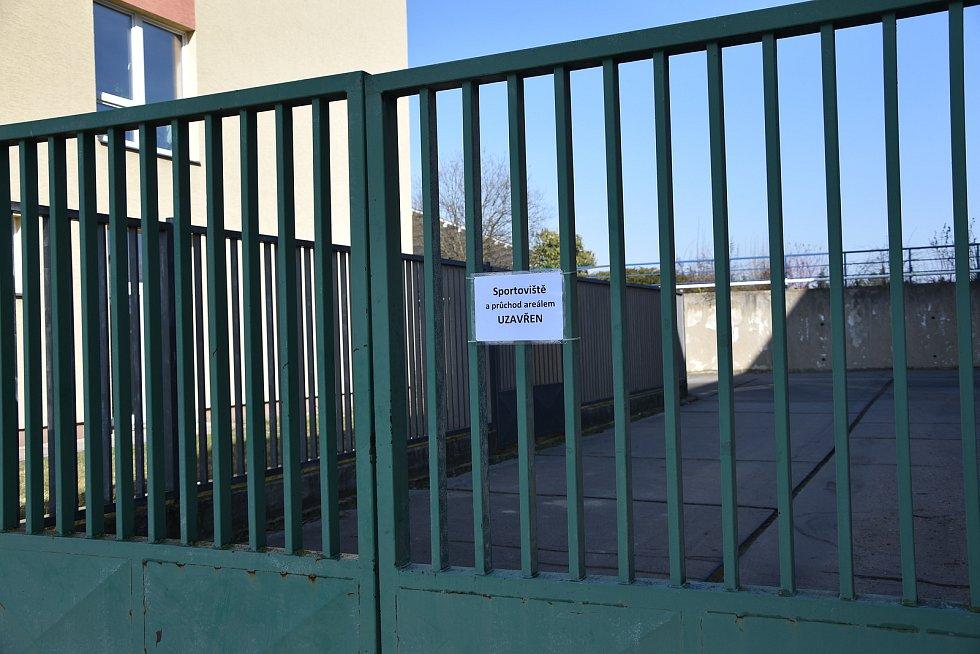 Kvůli vládním opatřením je momentálně pro veřejnost uzavřený atletický stadion v Třebíči.