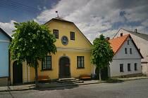 Karel Havlíček Borovský je nejslavnější rodák. Městys je na to patřičně hrdý. Chstá velkou slávu.