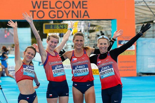 Česká vytrvalkyně Moira Stewartová (druhá zleva) bude startérkou Havlíčkobrodského maratonu 2021.