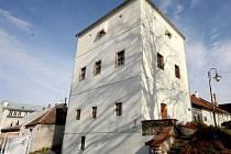 Goltzova tvrz je historickou dominantou města.