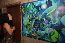 Jednadvacet rozměrných pláten vystavuje na lipnickém hradě akademický malíř Josef Saska.