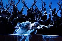 Klasika. Operu Giuseppe Verdiho nastudovali v Metropolitní opeře po padesáti letech dirigent James Levina, režie se pak ujal Robert Carsen.