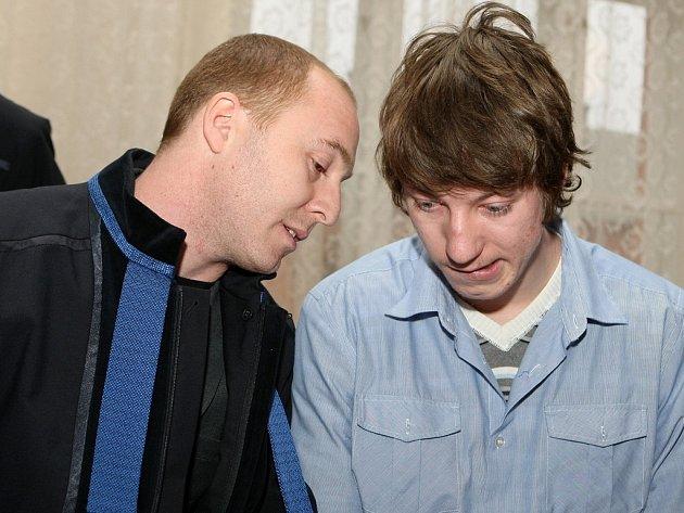Doležal (vpravo) dostal čtyřletý trest.Odpykal si již půlku, a tak by mohl být propuštěn.