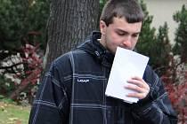 Odročeno. Lukáš Hartman odchází od Okresního soudu v Jihlavě. Hlavní líčení bude pokračovat v listopadu.