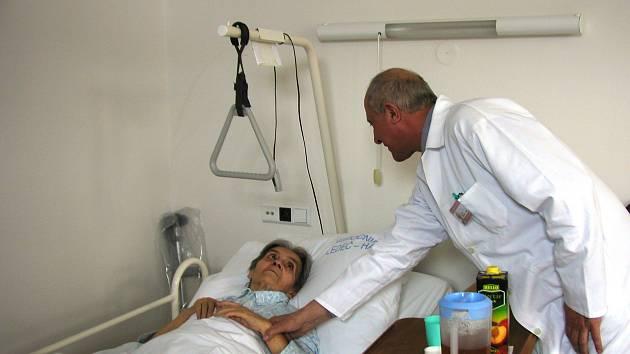 CITLIVÁ ZÁLEŽITOST. Pacient může vyjádřit své stanovisko kotázkám, jako jsou umělé podávání výživy či oživovací pokusy. Ilustrační foto.