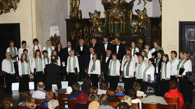 Pod taktovkou světoběžníka. Slovenský Chorus Iglovia se představil s náročnými skladbami. Své vystoupení členové charakterizovali jako slovenskou polyfonii z motivů lidové tvořivosti.