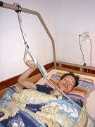 Vašek Beránek se konečně dočkal polohovací postele. S jejím pořízením mu pomohli i kamarádi.