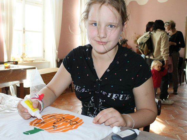 Dýně byly hlavním tématem dýňového dne v Horní Krupé. Děti zdýní vyřezávaly obličeje, vyráběly podzimní dekorace, nebo si malovaly dýně na trička.