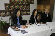 VELETRH ZAČAL. K nejzajímavějším hostům knižního veletrhu patří čínský básník Yang Lian