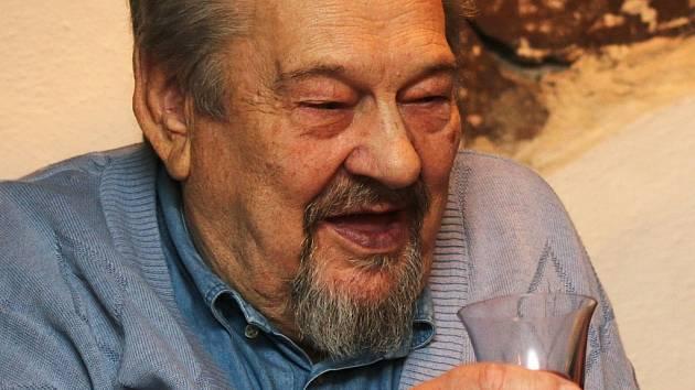 Jaroslav Kolek znal tajemství výroby ovocných vín, džemů a sýrů v Pribině Hesov nedaleko Přibyslavi. Snímek vynikajícího potravinářského technologa zachytil měsíc před jeho úmrtím.