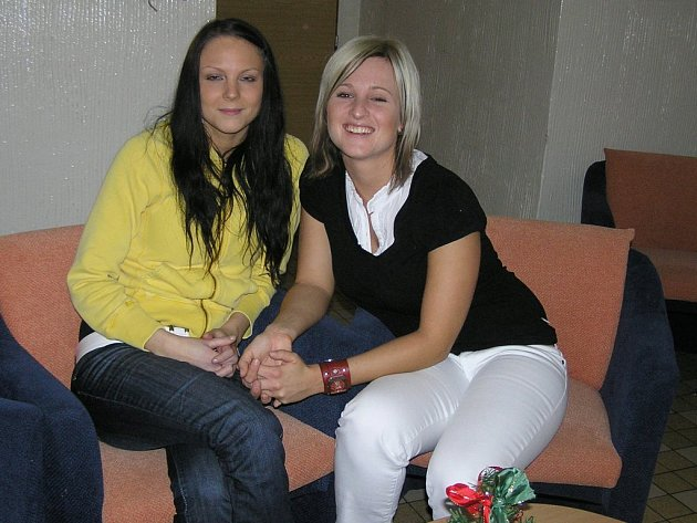 O tělesně a mentálně handicapované školáky pečují asistentky Markéta Pavlasová a  Markéta Nováková.  Jak tvrdí, falešný soucit postiženým nepomůže.