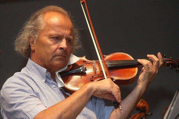 Český houslový virtuos Václav Hudeček vystoupí 16. září od 19 hodin v kostele sv. Rodiny v Havlíčkově Brodě.