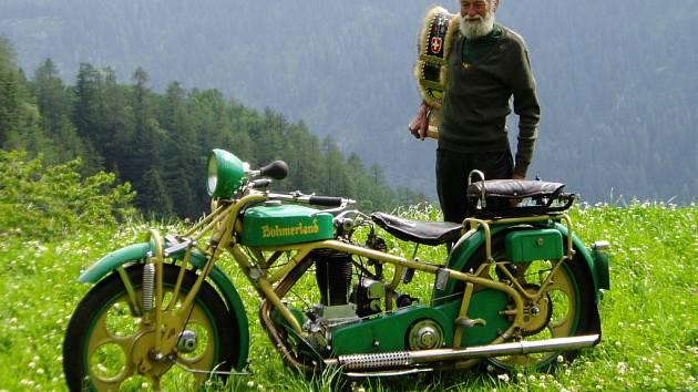 V Kunraticích u Šluknova začal Albin Hugo Liebisch vyrábět ve 30. letech minulého století tyto mohutné motocykly. V červnu je uvidí i lidé v Havlíčkově Brodě, a to v rámci slavností piva Rebel 2012.