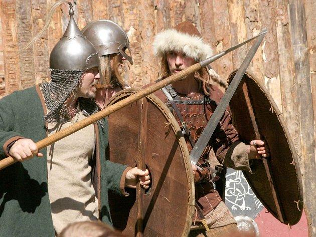 Skupina historického šermu Sígři v Pelhřimově se svými přáteli a kolegy předvedou na Lipnici velkolepé středověké slavnosti.