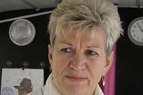 Paní Jana se s bolestí v srdci vyrovnala tak, že začala jiným pomáhat. Po republice jezdí s růžovým autobusem a radí ženám, jak rakovině předcházet.