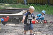 Centrální hřiště. Rodiče nejmenších se ještě letos mohou těšit na velké dětské hřiště. To vyroste poblíž Billy nedaleko hradeb u řeky Sázava.