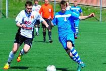 S nulou na kontě dokázali vyhrát dorostenci Slovanu (ve světlém) své divizní zápasy proti Pelhřimovu.
