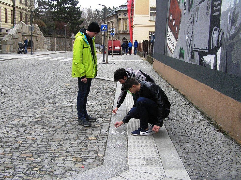 Protestovat proti současné politické situaci v Česku mohli studenti v Brodě různým způsobem.