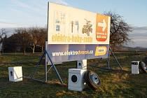 V krajině působí automatické pračky jako pěst na oko. Podnikatel Vlastislav Dvořák policii slíbil, že pračky odstraní do konce týdne.
