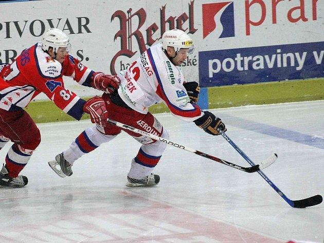 V tomto okamžiku sice berounský forvard Ladislav Slížek unikl svému strážci Miloslavu Čermákovi, ale po skončení zápasu měl  větší důvod k radosti brodský hráč.