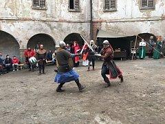 V sobotu na ledečském hradě proběhl šermířský turnaj. Nic nebylo předstírané ani domluvené. Ten, kdo mě pocit, že by v reálném středověkém boji zemřel, prohrál.