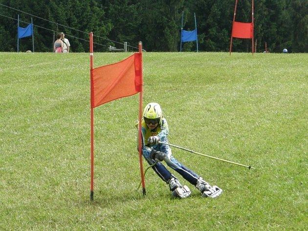 Brodský lyžař Adam Hromádko se neztratil ani v závodech Evropského poháru, kde byl dvakrát šestý, v hodnocení Českého poháru obsadil dvě třetí místa.