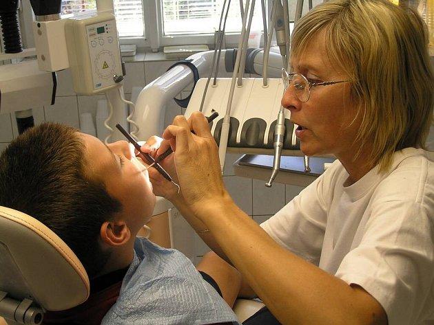 Tentokrát vše dopadlo dobře. Zubařka Romana Pumprová v chlapcově puse nenalezla ani jeden kaz.