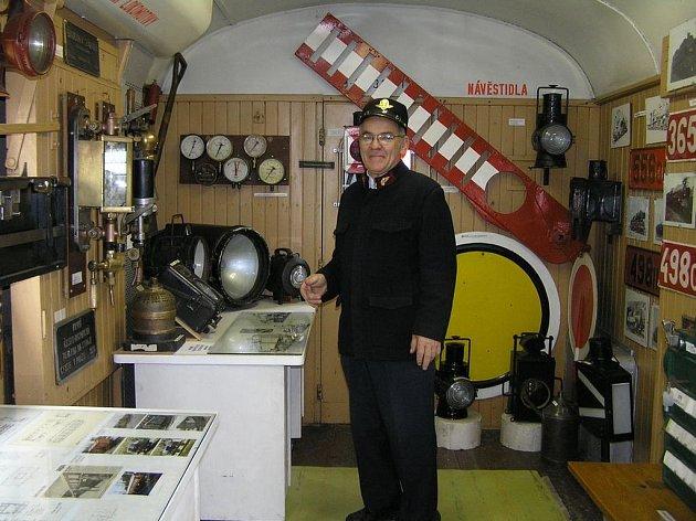 Sběrateli Václavu Simbartlovi učarovala romantická doba parních lokomotiv a rád by se do ní vrátil.