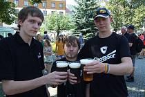Pivní pohodové odpoledne si nenechali ujít ani Luboš Karlík z Chotěboře a Pavel Kučera s Patrikem Svobodou z Rozsochatce.