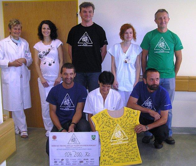 Dar od sportovců ze Ždírce pomůže s léčbou poporodní žloutenky novorozenců.