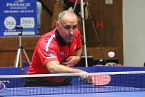 Druhý bod získal v utkání v Ústí nad Labem v souboji generací brodský Petr Korbel, který porazil šestnáctiletého Tomáše Polanského.