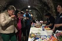 Již od časného rána stály před přibyslavskou radnicí dlouhé fronty lidí, kteří si nenechali ujít možnost ochutnat různé druhy mléčných výrobků.