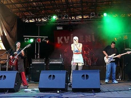 Již pátý ročník rockového festivalu v Lipnici nad Sázavou na Havlíčkobrodsku bude nabitý hvězdami domácí hudební scény. Pod hradem se představí známé tváře, ale také mladí nadějní muzikanti.