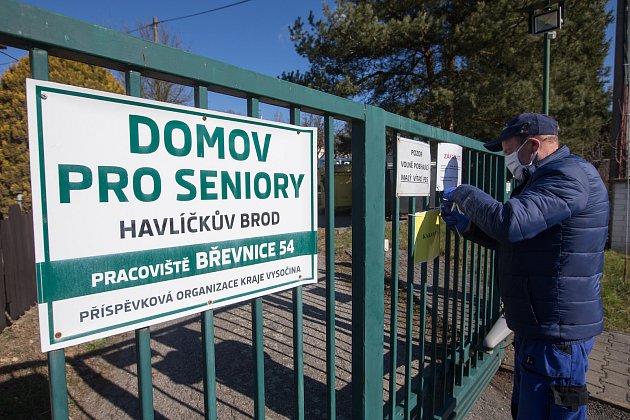 Vhavlíčkobrodské nemocnici zemřel vsobotu druhý klient zdomova pro seniory vBřevnici na Havlíčkobrodsku.