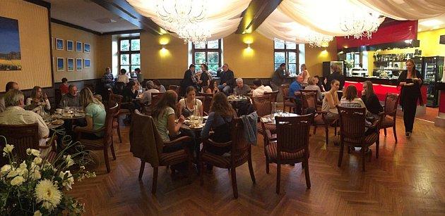 V úterý byla slavnostně otevřena nová kavárna Café Art v Panském domě v Chotěboři.