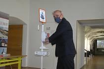 Za přísných hygienických podmínek zasedalo v pondělí 20. dubna poprvé v době vyhlášení mimořádného opatření zastupitelstvo v Havlíčkově Brodě.