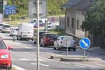 Lidická ulice v Brodě je vystavená extrémní dopravní zátěži. Neexistuje asi materiál, který by to vydržel.