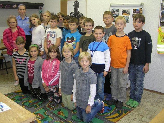 Více než 40 dětí ze čtvrtých tříd základních škol se letos účastní kroužku malých strážníků.