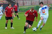 To se povedlo starším (v tmavém) i mladším dorostencům brodského Slovanu v derby s Velkým Meziříčím. Starší dorostenci zajistili divizní příslušnost i pro příští sezonu.