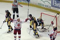Z hokejového utkání Havlíčkův Brod - Kadaň.