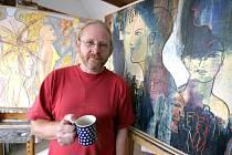 """""""Jsem polským malířem pouze původem, na Vysočině tvořím osmatřicet let, a už jsem srostl s českou kulturou, přemýšlím už v češtině, nikoli ve své mateřštině,"""" říká Filip T. A. K."""