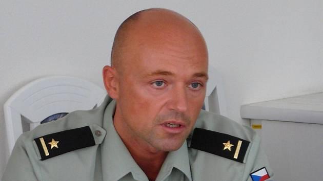 Učil vojáky v Iráku. Každodenní nebezpečí útoků, zodpovědnost za životy podřízených, toho si užil major Mojmír Švarc v Iráku dost a dost.